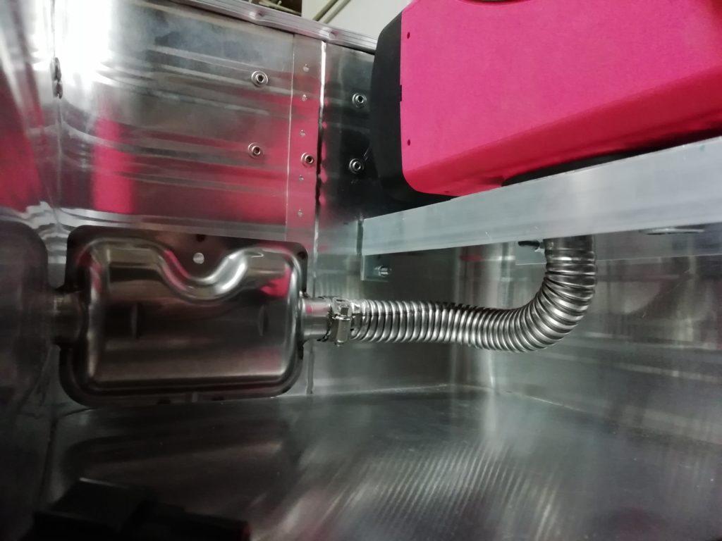 Auspuff an der Dieselheizung montiert